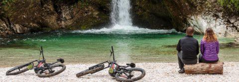 """<span class=""""slider-title"""">Darilni bon</span> Odkrijte naravne lepote Slovenije z vrhunskimi električnimi gorskimi kolesi"""